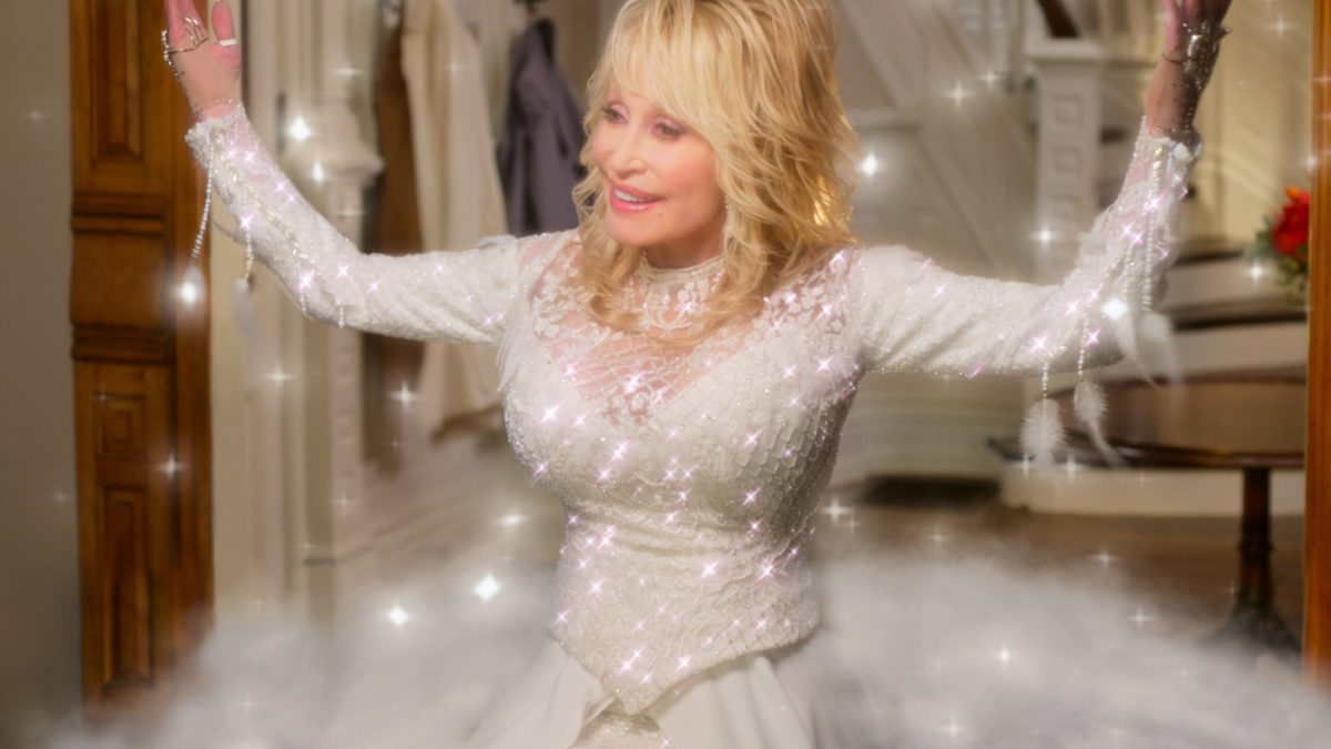 REVIEW: Dolly Parton's Christmas on the Square (2020)